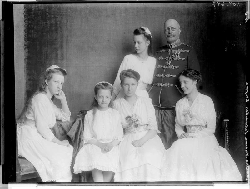 Franz Salvator zusammen mit seinen Töchtern von Madame d'Ora, Atelier