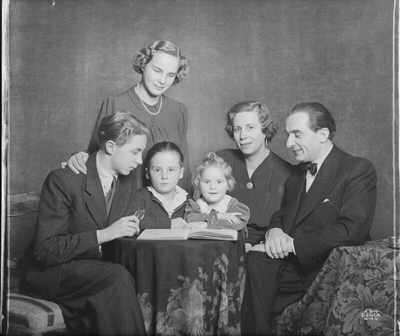 Der Pianist Friedrich Wührer mit seiner Familie von D'Ora-Benda, Atelier