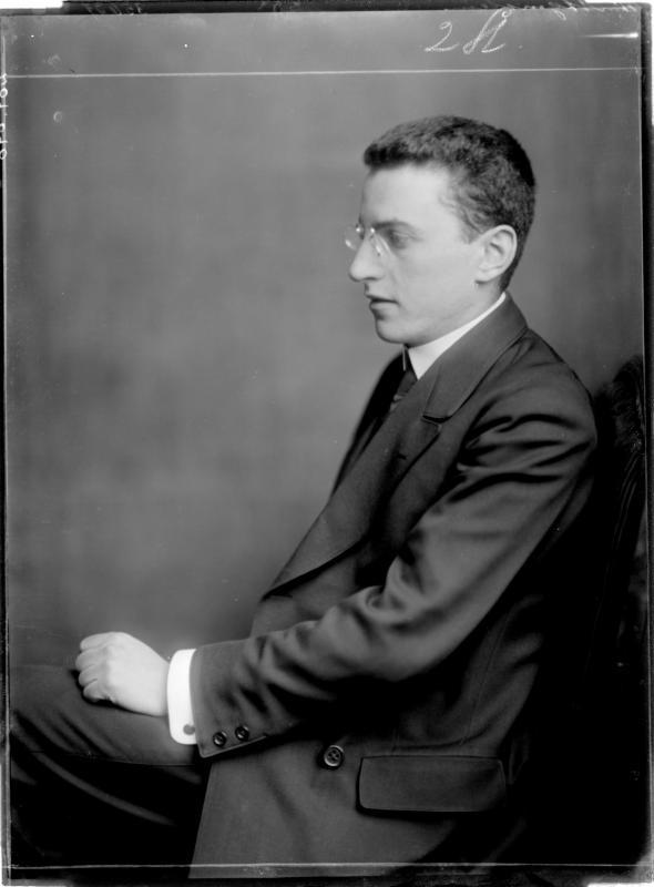 Der Pianist Paul Wittgenstein von Madame d'Ora, Atelier