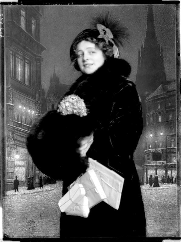 """Rollenbildnis der Hedwig Reinau in Arthur Schnitzlers """"Anatol"""" von Madame d'Ora, Atelier"""