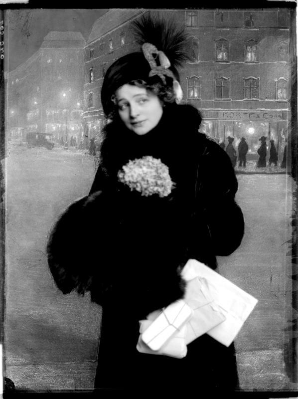 """Rollebildnis der Hedwig Reinau in Arthur Schnitzlers """"Anatol"""" von Madame d'Ora, Atelier"""