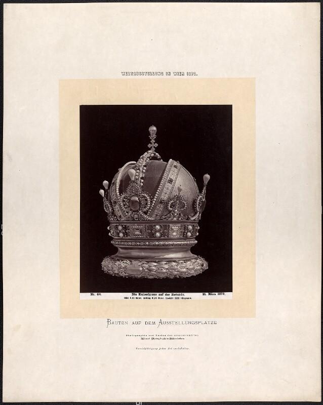 Die Kaiserkrone auf der Rotunde von Wiener Photographen-Association