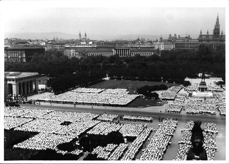 Feier des 5. Jahrestages der NSDAP-Verbotes von Weltbild