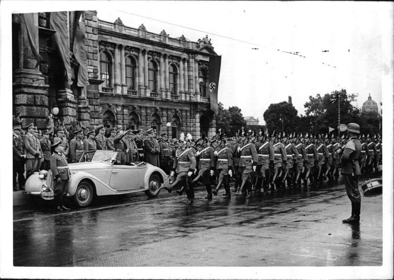Vorbeimarsch der Formationen und politischen Leiter an Gauleiter Bürckel von Blaha, Franz
