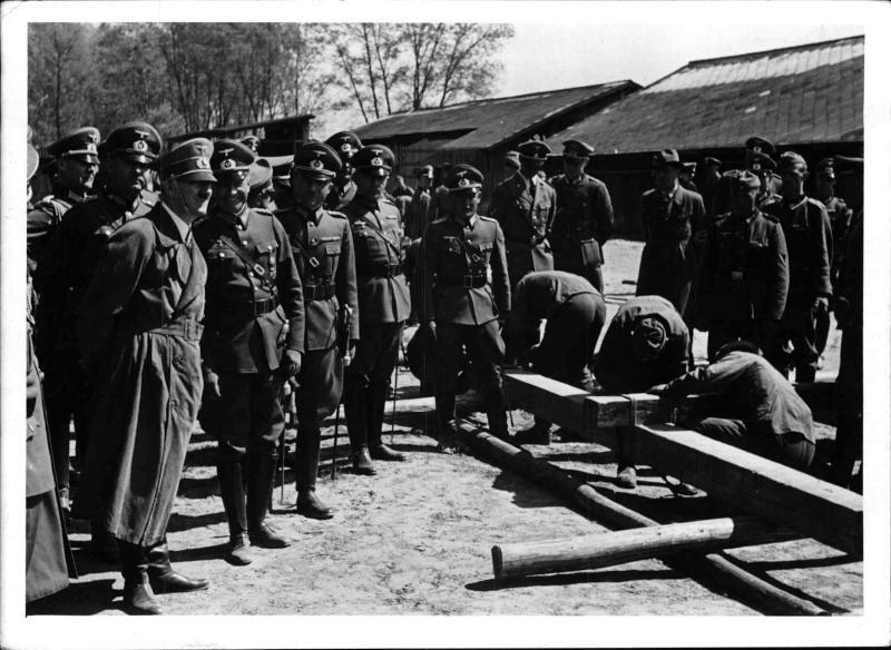 Hitler bei den Rekruten von Weltbild