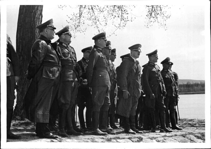 Hitler bei den Rekruten in der Ostmark von Weltbild