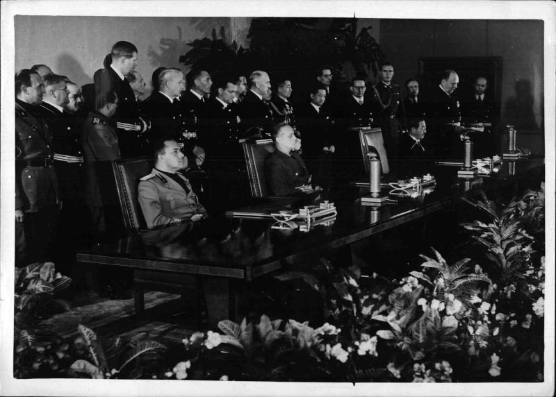 Unterzeichnung des Dreimächtepaktes in Berlin von Weltbild