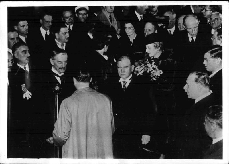 Die Ankunft der englischen Minister in Paris von Scherl Bilderdienst