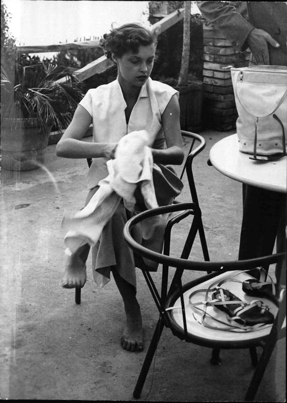 Nadja Tiller, österr.-deutsche Schauspielerin mit Handtuch von New York Times Photo