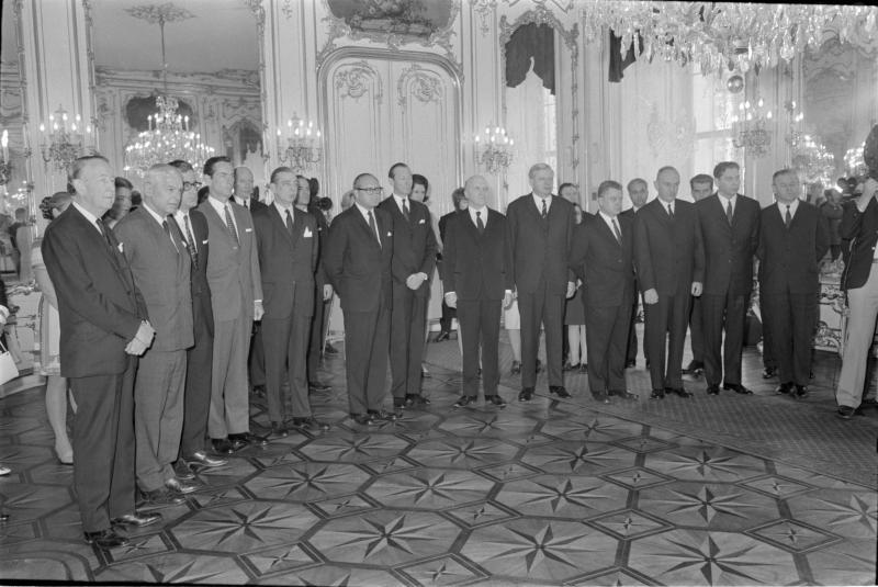 SALT-Delegation bei Bundespräsident Franz Jonas in der Hofburg Gruppenfoto von Kern, Fritz