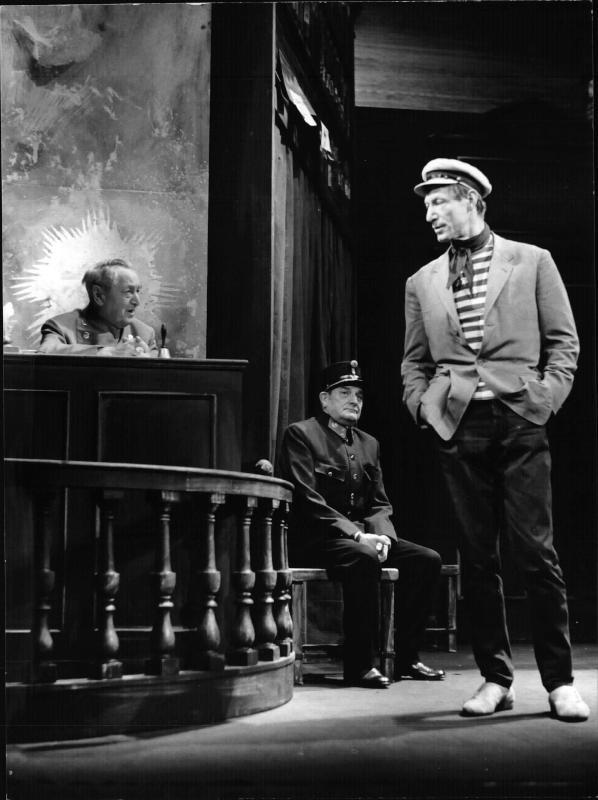 'Liliom' von Molnar - Burgtheater im Theater an der Wien, Szenenfoto Meinrad, Moser und Neuhauser