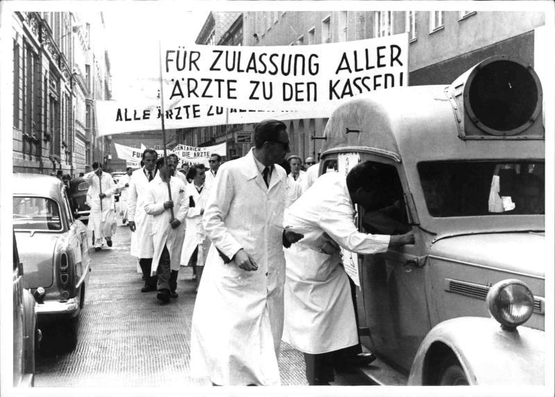Demonstration der Ärzte auf dem Wiener Heldenplatz