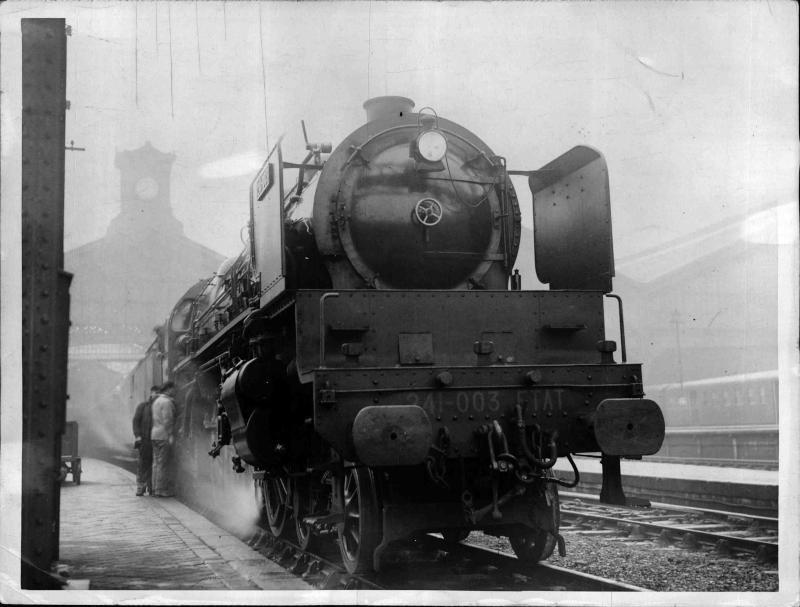 Bahn, Lokomotiven alte Lokomotive, am Bahnsteig von New York Times Photo