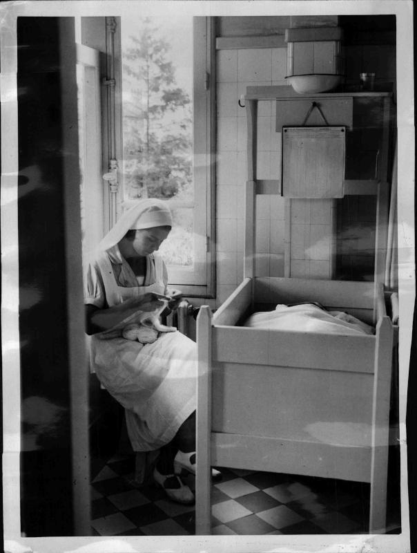 Kinderspital Krankenschwester wacht am Bett eins schlafenden Kindes von New York Times Photo