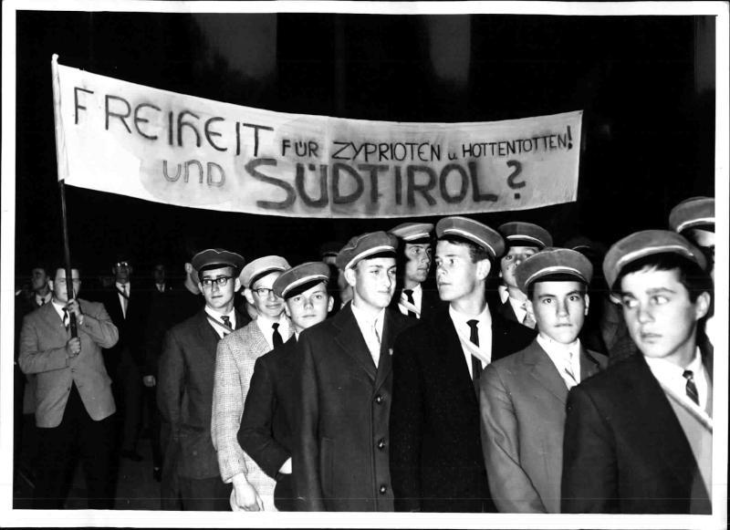 40. Jahrestag der Abtrennung von Südtirol: Demonstration von Studenten