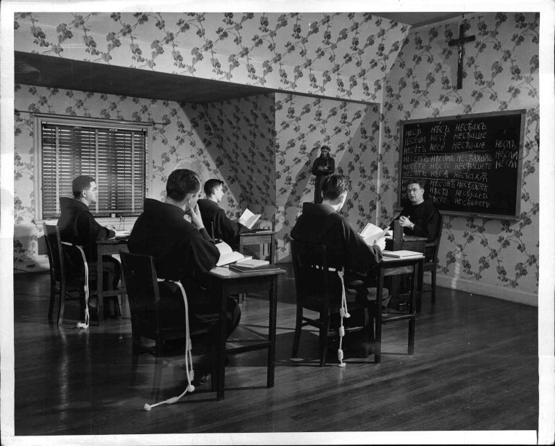 Priester für den Eisernen Vorhang: Sprach-Unterricht für die Priester von New York Times Photo