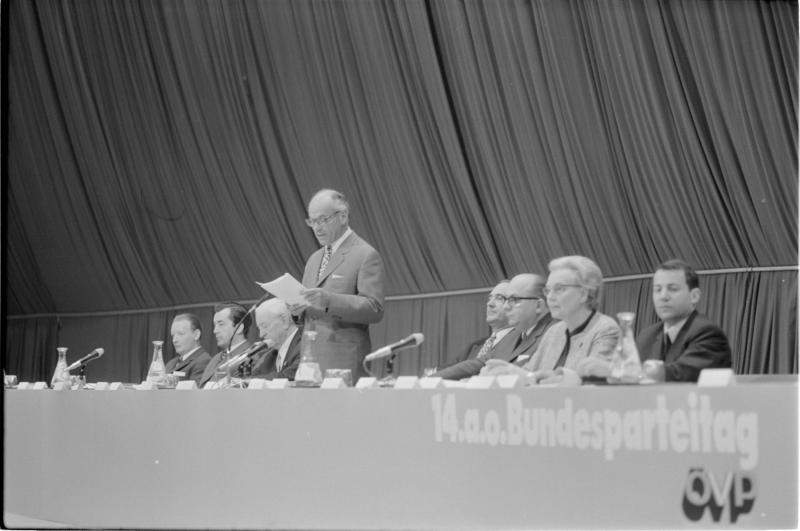 14. Bundesparteitag der ÖVP in der Wiener Stadthalle von Kern, Fritz
