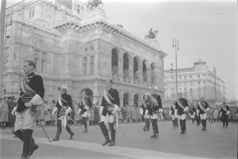 Protestkundgebung der Südtiroler in Wien, Aufmarsch Ringstraße, Farbstudenten von Kern, Fritz