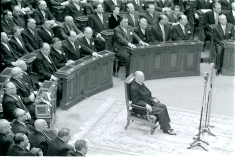 Angelobung von Bundespräsident Schärf im Parlament von Kern, Fritz