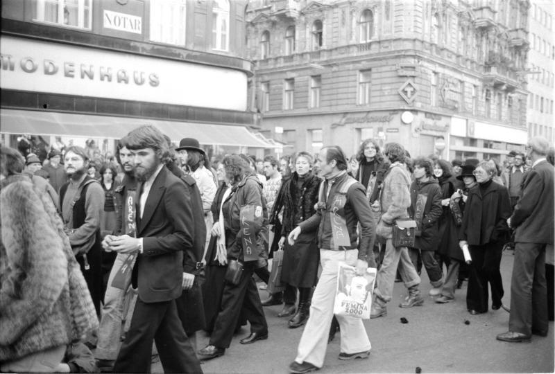 Demonstration wegen 'Arena'; Trauerzug auf der Straße von Kern, Fritz