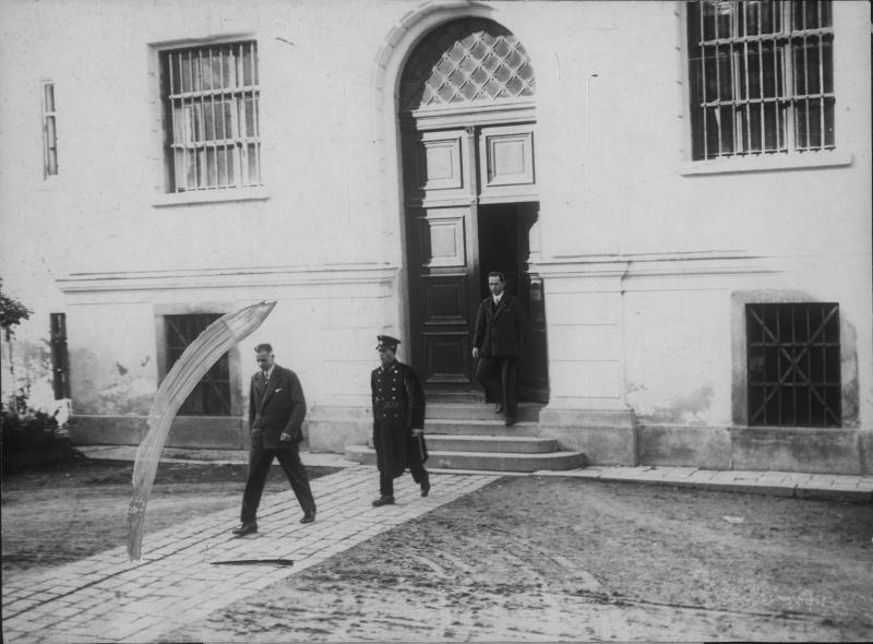 Prozess im Gerichtsgebäude von Ried im Innkreis von Wide World Photo