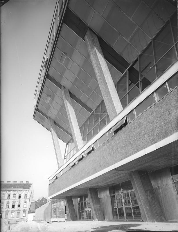 Wiener Stadthalle von Rainer, Roland