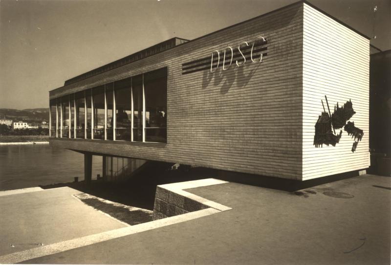 DDSG - Schiffsanlegestelle und Abfertigungsgebäude von Wachberger Eugen