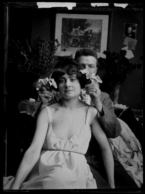 Junges Paar in Atelierszene von Schmutzer, Ferdinand