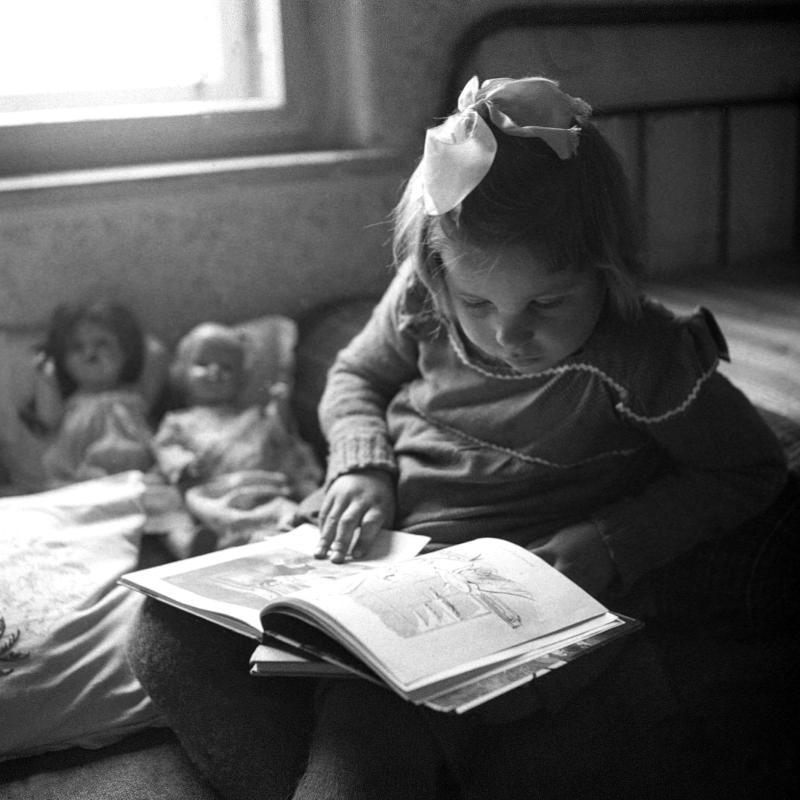 Kinder von United States Information Service