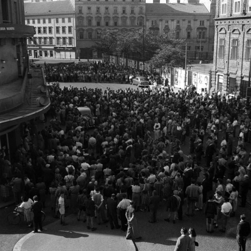 Demonstration anlässlich der Hinrichtung des wegen ... von United States Information Service