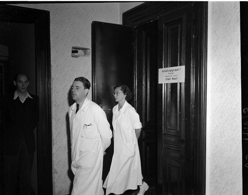Demonstration der Wiener Gastärzte gegen ihren ... von United States Information Service