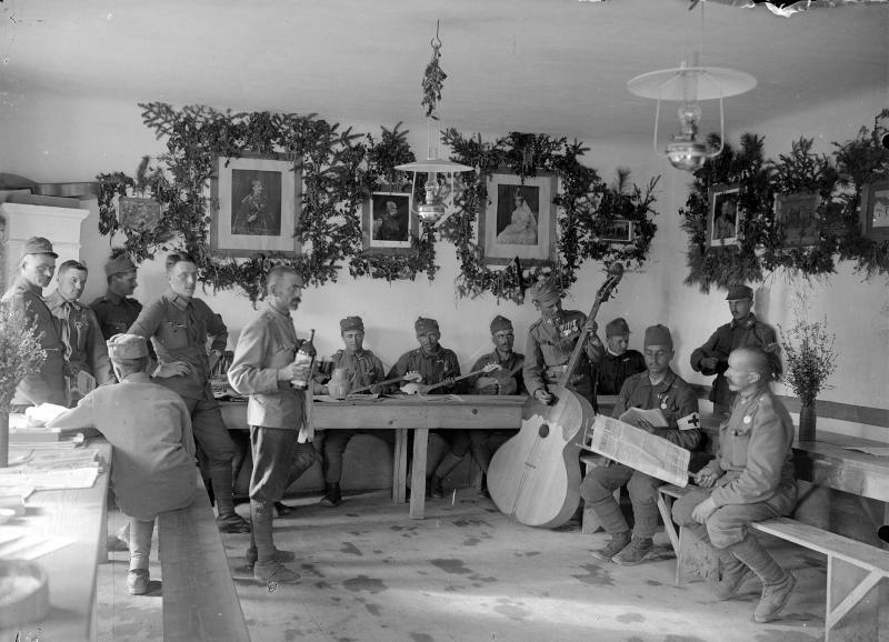 Das Soldatenheim 5/58 des Infanterieregimentes 96 bei Vitovlje, nahe Sempas (Schönpass) von K.u.k. Kriegspressequartier, Lichtbildstelle - Wien