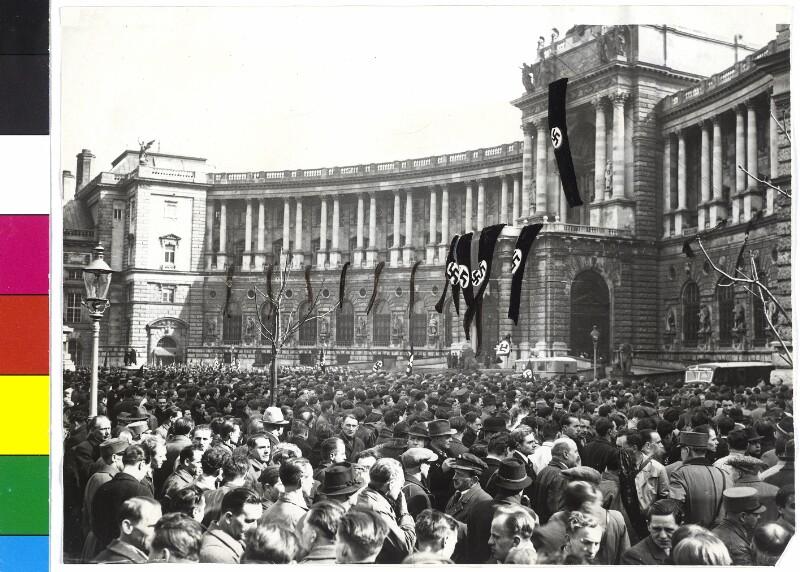 Kundgebung auf dem Heldenplatz von Hilscher, Albert